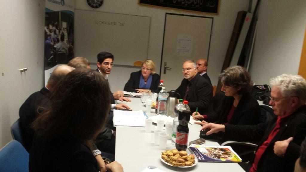 Kordula Schulz-Asche im Gespräch mit organisatoren des Bürgerschaftlichen Engagements